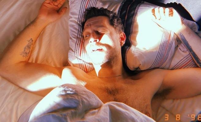Uraz Kaygılaroğlu'nun yatak paylaşımı eleştirildi