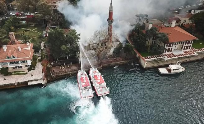 Üsküdar'daki 350 Yıllık Tarihi Vaniköy Camisi Alevlere Teslim Oldu