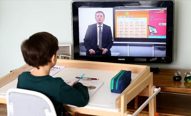 Uzaktan Eğitim Başladı: İlk Dersi Milli Eğitim Bakanı Selçuk Verdi