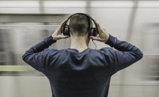Uzun süre kulaklık kullananlar dikkat etsin