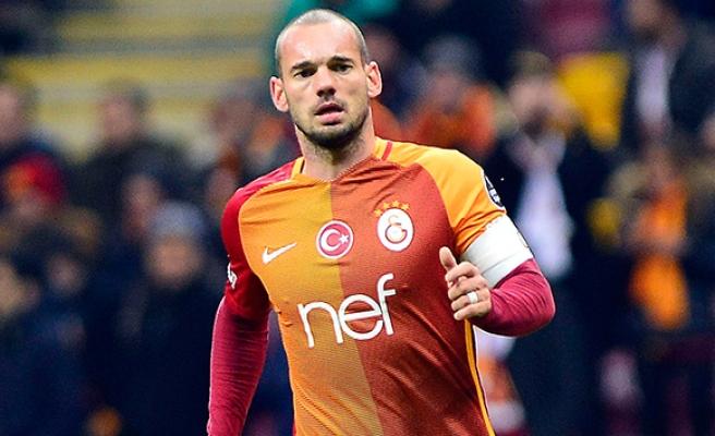 Wesley Sneijder'den Terim ve Albayrak'a geçmiş olsun mesajı