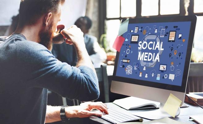 Yargıtay 'Haklı Fesih' Dedi: Mesai Sırasında Sosyal Medya Kovulma Sebebi