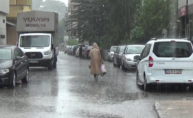 Yaz yağmuruna hazırlıksız yakalandılar