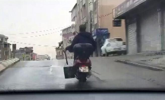 Yengen Kurudu Seri Köz Getir: Motosikleti ile Nargile Közü Taşıyan Adamın Gündem Olan Görüntüleri