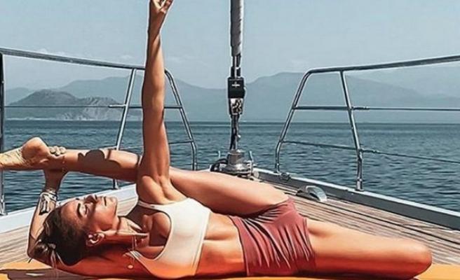 Zeynep Tokuş'tan yogacı güneşlenmesi