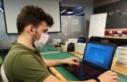 Üniversiteli gencin projesi laboratuvar ortamını...