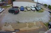 Alelacele Girdiği Otoparkta Aracın Arkasına Geçerek Kakasını Yapan Kadın