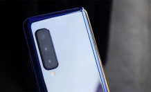 Galaxy Fold'da iPhone sürprizi
