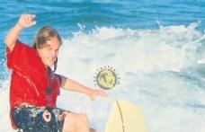 Bennu Gerede'nin oğlu İstanbul'da dalgalarla savaştı