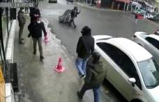 Şişli'de Kaldırımda Yürürken Başına Buz Sarkıtı Düşen Adam Yere Yığıldı