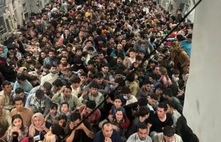 150 kişilik uçakta 640 Afgan! Fotoğrafı ABD servis...
