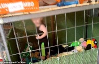18 aylık çocuğu hamam böcekleriyle aynı kafeste...