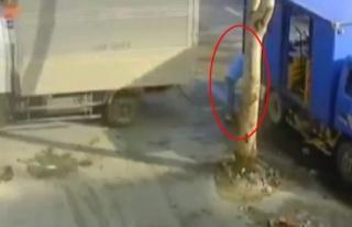 İki kamyonet arasında böyle sıkıştı