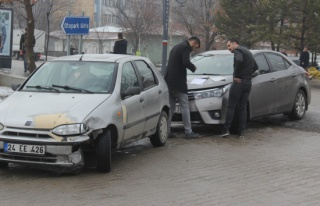 Kaza yaptı, sınavdan çıkmasını bekledi