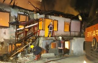 3 ev, 1 işyeri yandı