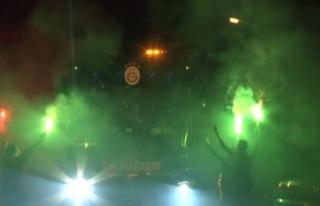 Derbi sonrası Galatasaraya coşkulu karşılama