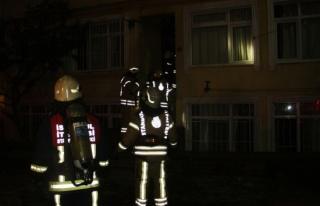 Yangında mahsur kalanları itfaiye ekipleri kurtardı