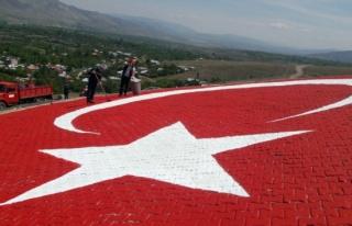 660 metrekarelik dev Türk bayrağı