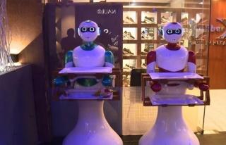 Garsonların yerini robotlar aldı