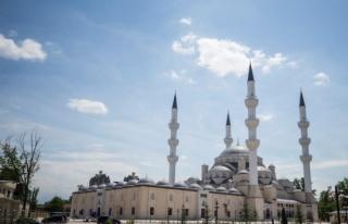 Orta Asyanın en büyük camisini Erdoğan ibadete...