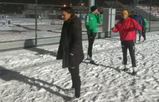 Amatör futbolcuları soğuk hava ve kar da durduramadı