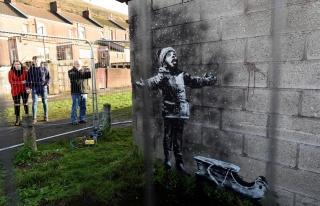 Banksy'nin Garaj Duvarına Çizdiği Resim Satıldı:...