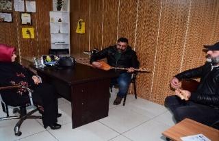 Esnaf 'Başkanım' dedi, sazla türküyle karşıladı