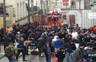 (Özel haber) Taksim'de mescitte yer bulamayan vatandaşlar...
