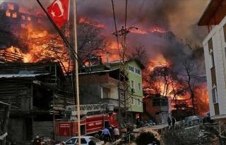60'a Yakın Ev Yandı! Artvin'deki Köy Yangını...