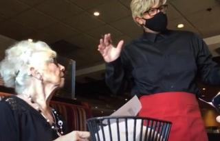 89 Yaşına Giren Annesine, Garson Kılığına Girerek...