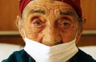 93 yaşında coronayı yendi, alkışlarla uğurlandı