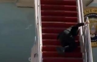 ABD Başkanı Biden, uçağa binerken 3 kez üst üste...
