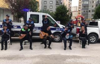Adana'da Zabıta Ekipleri Evlerinden Çıkamayan İnsanlar...