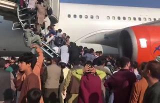 Afganistan'dan Kaçmak İsteyenlerin Akın Ettiği...