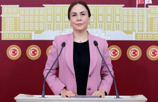 AKP'li Yılmaz: 'Bağırta Bağırta Akdeniz Belediyesi'ni...