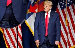 Alay Konusu Oldu! Trump Sahneye Pantolonunu Ters Giyerek...
