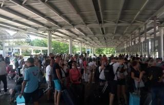 Antalya Havalimanı'nda turist yoğunluğu