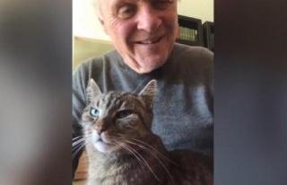 Anthony Hopkins, karantinada kedisine piyano çaldı