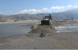 Asi Nehrinin Akdeniz ile buluştuğu alanda petrol...