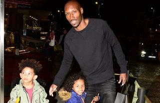 Atiba Hutchinson çocuklarıyla alışverişte