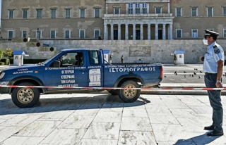 Atina'da parlamento önüne