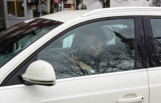 Azra Akın, virüs nedeniyle arabanın camını bile...