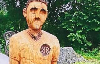 Babasının mezarına yerleştirdiği heykel kriz...