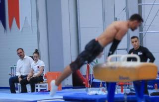 Bakan Kasapoğlu, olimpiyatlara hazırlanan sporcuları...