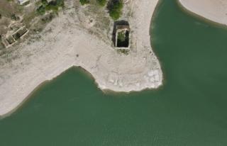 Barajda sular çekildi tarihi kilise tamamen gün...