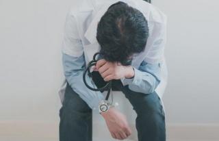 Bir sağlık çalışanı daha corona virüsü nedeniyle...