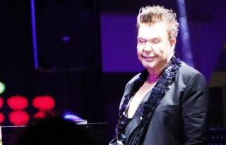 Bodrum'da konser veren Kuşum Aydın, alkışı az...