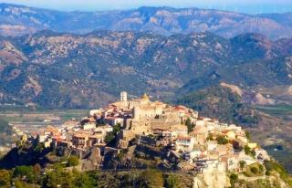 Bu İtalyan Köylerine Taşınana 28 Bin Euro Para...