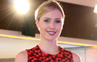 Chloe Loughnan Miami'de defileye çıktı
