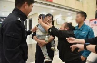 Çinli baba 2 yaşındaki oğlunu 202 bin TL'ye sattı!...